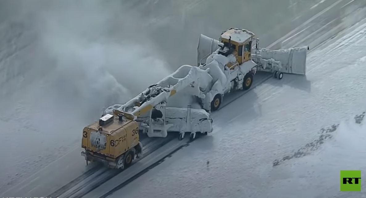 موجة باردة قارسة وثلوج تشل ثاني أكبر ولاية أمريكية وتقطع الكهرباء عن ملايين السكان